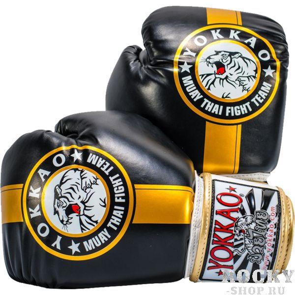 Боксерские перчатки Yokkao Official Fight Team, 14 oz YokkaoБоксерские перчатки<br>Боксерские перчатки Yokkao Official Fight Team. Yokkao - один из лидеров по производству экипировки для тайского бокса. Данные перчатки подойдут и для работы на мешках, и на лапах, и для работы в самых жестких спаррингах. Внутри перчатки наполнены пеной, которая хорошо гасит силу ударов и не дает рукам травмироваться. Большой палец на перчатки зафиксирован. Данные перчатки для бокса выполнены из кожи КРС. Запястье надёжно фиксируется манжетой. Сделаны вручную в Таиланде.<br>