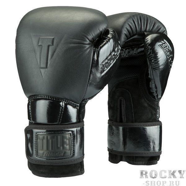 Боксерские перчатки Title Black Fierce, 16 OZ TITLEБоксерские перчатки<br>Премиальные боксерские перчатки Title Black Fierce Training Gloves сочетают в себе высокое качество используемых материалов, точный и аккуратный пошив, высокую надежность и комфорт в работе. Внешний материал это сочетание двуслойной крупнозернистой кожи высшего качества, бархатной замши и лакированной кожи. Логотипы Title Black на манжете, большом пальце и кулаке выполненные тиснением черного цвета. Эти перчатки наполнены высокотехнологичной пеной, поглощающей удар, с памятью (запоминает форму руки). Вшитые вставки из сетки для максимальной вентиляции ладоней и зоны большого пальца обеспечивают комфортную работу. Удлиненный манжет выступает как второй бинт, он крепко держит запястье и обеспечивает максимальную защиту. В тоже время, изгиб сверху манжеты дает возможность сгибать кисть ровно на столько, на сколько это нужно.<br>