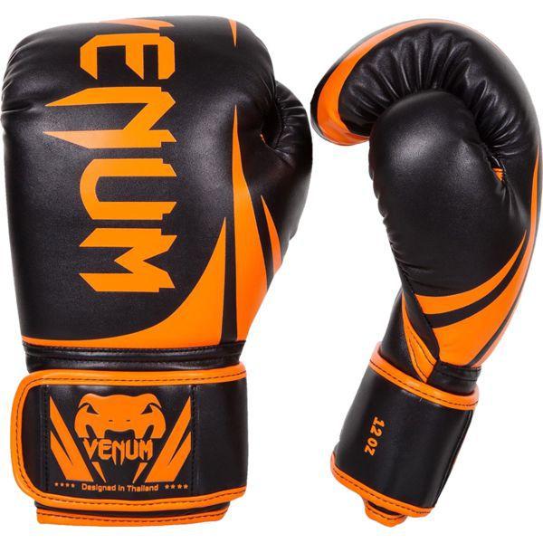 Боксерские перчатки Venum Challenger 2.0, 8 oz VenumБоксерские перчатки<br>Боксерские перчатки Venum Challenger 2. 0. Великолепное соотношение цена/качество!Отлично защищают руку! очень хорошо сидят на руке. Широкая застежка с резинкой, обеспечивает надежную фиксацию перчаток Venum на запястье. Внутренний наполнитель - пена, которая обеспечивает хорошую амортизацию удара.<br>