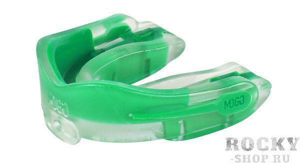 Детская боксерская капа MoGo, ароматизированная, прозрачная, Мятный MoGoБоксерские капы<br>Поистине революционная технология позволила MoGo придать пластику вкус, создав первую в мире ароматизированную капу. Уникальность технологии в том, что ароматизатор не распылен по поверхности, а внедрен в сам материал. Благодаря этому, вы будете ощущать во рту приятный освежающий вкус каждый раз, как используете капу. Она также предотвращает пересыхание ротовой полости во время соревнований или тренировок, тем самым повышая эффективность вашего дыхания.Капы MoGo прекрасно подходят как для занятий единоборствами, так и для любых видов спорта, где необходима подобная защита. В тоже время, широкий выбор ароматов позволит подобрать свой уникальный вкус любому спортсмену.Ключевые особенности:Капа изготовлена по принципу свари и укуси или проще говоря - вам придется предварительно нагреть ее в горячей воде, чтобы потом с легкостью подогнать под вашу челюсть.*Продуманный дизайн гарантирует вам максимум защиты, отдачи, комфорта и свободы дыхания во время тренировок.Все ароматизаторы изготовлены из натуральных компонентов.Все вкусовые добавки и материалы одобрены Управлением по контролю качества пищевых продуктов и лекарственных препаратов (FDA, США) и не содержат бисфенола А (BPA).Данная модель одночелюстной капы предназначена для ношения на верхней челюсти НЕ подходит для использования с зубными скобками (брекетами).Для вашего удобства в набор входит ремешок, позволяющий упростить процесс подгонки.<br>