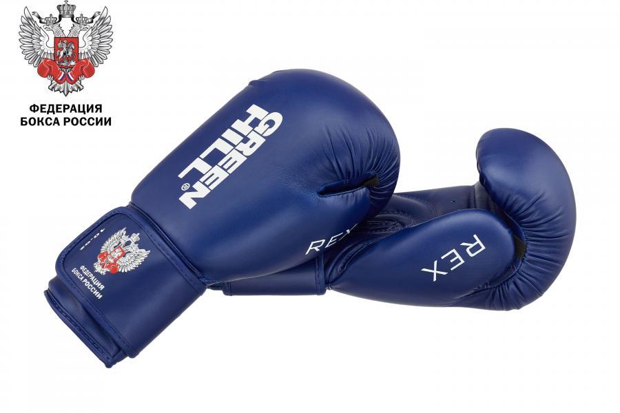 Боксерские перчатки Green Hill rex c лого федерации бокса, 10 OZ Green HillБоксерские перчатки<br>Боксерские перчатки REX для классического бокса и кикбоксинга разработаны совместно с Федерацией Бокса России. Перчатки имеют современную конструкцию, учитывающую весь накопленный за годы существования опыт бокса. Большой палец перчатки прикрыт выступом, обеспечивая защиту пальца от компрессии при сильном ударе или неточном попадании. Манжет перчаток выполнен так, чтобы в клинче была исключена возможно рассечения выступающими швами перчатки. Материал перчаток - 100% PU. Наполнитель - предварительно сформированный по технологии Pre-Shape пенополиуретан. - Тренировочные перчатки для бокса и кикбоксинга- Защита большого пальца- Безопасный манжет- Перчатка разработана своместно с Федерацией Бокса России<br><br>Размер: Синие