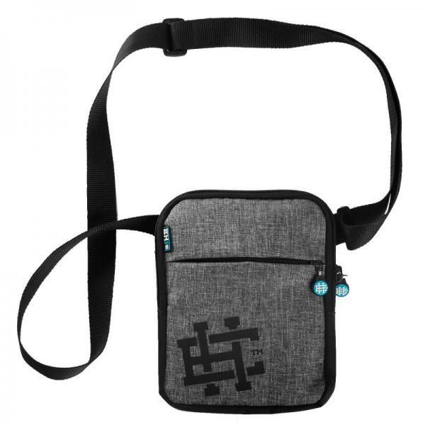 Наплечная сумка EH CLASSIC Extreme HobbyСпортивные сумки и рюкзаки<br>Материал: 100% полиэстер- Двухкамерная сумка с регулируемым ремешком- Печатный логотип на передней панели- Удобные замкиРазмеры: 25x18 см<br>КОЛЛЕКЦИЯ: 58 BASIC<br>ЦВЕТ: СЕРЫЙ<br>МАТЕРИАЛ: 100% ПОЛИЭСТЕР<br><br>Размер: Универсальныйразмер