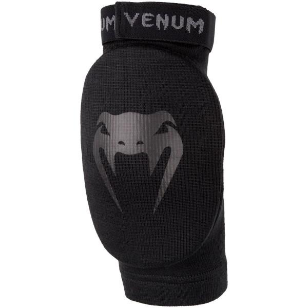 Налокотники Venum Kontact Black/Black (пара) VenumЗащита тела<br>Налокотники Venum Black/Black изготовлены из высококачественного хлопка. Для занятий тайским боксом и ММА. Можно стирать в машинке.<br><br>Размер: Без размера (регулируется)