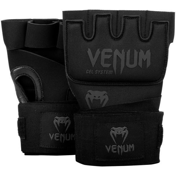 Гелевые бинты боксерские Venum Gel Kontact Black/Black VenumБоксерские бинты<br>Классические гелевые бинты Venum Gel Kontact Black/Black. Одобрены и активно используются многими топовыми бойцами мира единоборств. Их преимущество перед обычными бинтами - скорость одевания: пока остальные мотают первый бинт, Вы уже готовы к работе. Venum Gel Shock System обеспечивает превосходную защиту для рук, а также идеальную посадку на запястья. Обратите внимание, что данные перчатки можно использовать в лайтовых упражнениях на скоростной груше или грепплинге. Особенности:- состав: неопрен 70%, полиэстер 15%, каучуковый гель 10%, искуственная кожа 5%- 2,2 метра классической ленты для дополнительной фиксации запястьев- технология Venum гель Shock System ™ для идеальной амортизацииВнимание! Данный товар не подходит в качестве снарядных перчаток или перчаток для ММА.<br><br>Размер: Без размера (регулируется)