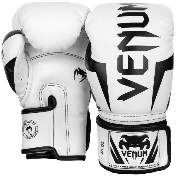 Перчатки боксерские Venum Elite White/Black, 14 унций VenumБоксерские перчатки<br>Боксёрские перчатки Venum Elite возвращаются в white/Black цвете!Эти боксёрские перчатки полностью выполнены вручную в Таиланде, представлены в лучшем качестве и по лучшей цене. Идеальные для тренировок, эти боксёрские перчатки обеспечивают оптимальную амортизацию с каждым ударом благодаря трёхслойной пене для максимальной защиты пястной кости. Система вентиляции в сочетании с эргономичным дизайном обеспечивает комфорт во время боя. Эти перчатки для элитного бойца, сконцентрированного на своём выступлении. Бой за боем, ты будешь повышать уровень ударной подготовки без стресса. «Тренируйся упорнее, бей сильнее»!<br>