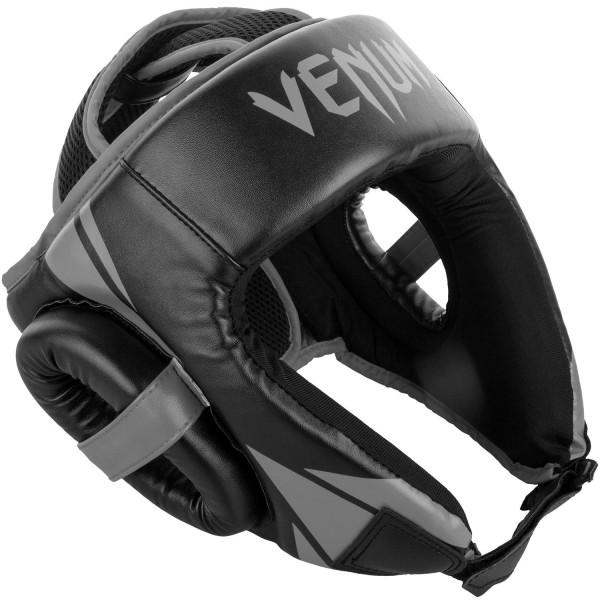 Шлем боксерский Venum Challenger 2.0 Open Face Neo Black/Grey VenumБоксерские шлемы<br>Для серьезных испытаний нужен серьезный шлем, аVenum Challenger 2. 0 Open Face Neo Black/Grey как раз из таких!Разработан в Тайланде из кожи Skintex, пожалуй, самый совершенный шлем по доступной цене. Ультра-легкий с превосходным обзором. Его конструкция обеспечивает полную защиту со всех сторон, включая защиту таких чувствительных областей, как виски, подбородок и щеки. Погружайтесь в игру с головой, с полностью защищенной головой!Особенности:- Построен из кожи Skintex- Ультра-легкий- Три слоя пены внутри- Защита висков, щек, ушей и подбородка- Застегивается на липучке в двух плоскостях- Единый, настраиваемый размер- Производство Китай<br><br>Размер: Без размера (регулируется)