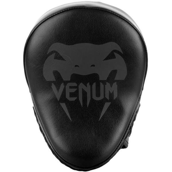 Лапы Venum Light Black/Black (пара) VenumЛапы и макивары<br>Лапы Venum Light Black/Black (пара) идеально подходят для работы руками и локтями. Ультра-легкие, позволяют улучшить качество ударной техники и точность удара. Вогнутая конструкция обеспечивает великолепную ударную поверхность. Очень комфортны и безопасны для того, кто их держит. Разработаны в Тайланде.<br>