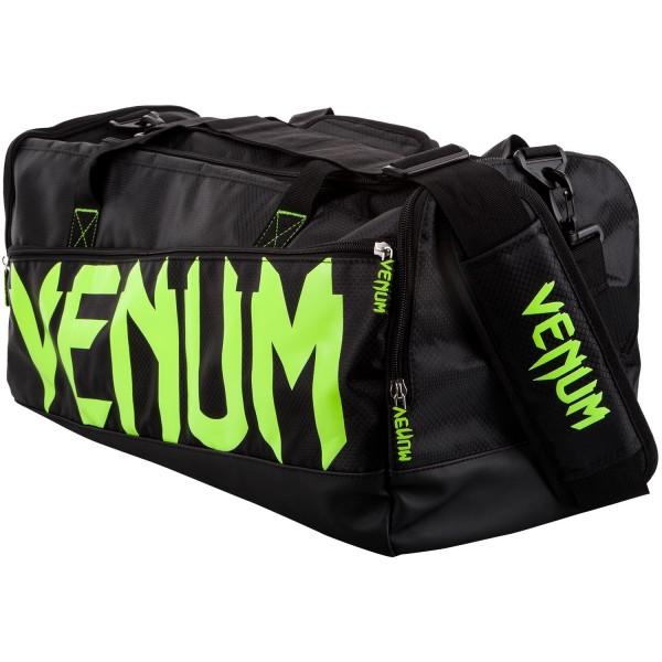 Сумка Venum Sparring Black/Neo Yellow VenumСпортивные сумки и рюкзаки<br>Сумка Venum Sparring - Black/White разработана для спортсменов всех направлений, желающих иметь вместительную, стильную и надежную сумку. Идеально подходит для большого количества экипировки. Особенности:- 100% полиэстер- главный отсек вмещает защиту голени и перчатки одновременно- отдельные боковые карманы- ручки и плечевой ремень- размеры 68 х 33 х26 см- сделано в Китае<br>