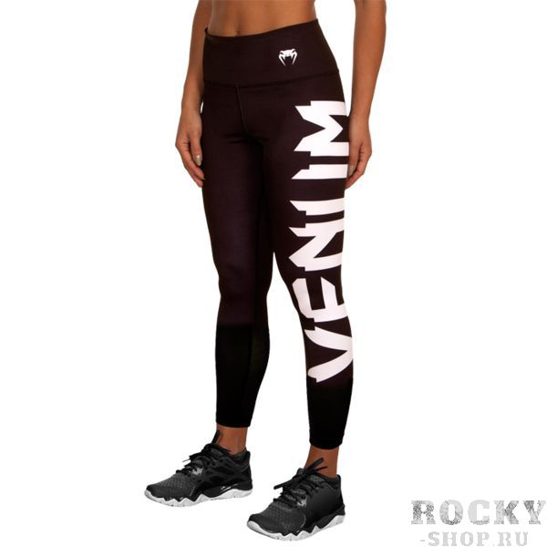 Компрессионные штаны Venum Giant VenumКомпрессионные штаны / шорты<br>Женские компрессионные штаны Venum Giant. С этими компрессионками от Venum вы будете думать только о тренировочном процессе, не отвлекаясь на неприятные ощущения в мышцах ног. Предназначены для улучшения кровообращения в мышцах, что, в свою очередь, способствует уменьшению времени на восстановление полной работоспособности мышцы. За счёт особенностей ткани штаны прекрасно садятся на фигуру, хорошо тянутся, абсолютно НЕ сковывают движения. Приятная на ощупь ткань. Штаны Venum достаточно быстро сохнут. Плоские швы не натирают кожу. Предназначены для занятий кроссфитом, фитнесом, железным спортом и т. д. . Состав: 90% полиэстер, 10% спандекс. Уход: Машинная стирка в холодной воде, деликатный отжим, не отбеливать.<br><br>Размер INT: M