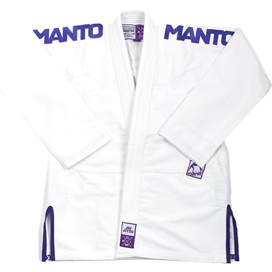 Кимоно для БЖЖ Manto X3 MantoЭкипировка для Джиу-джитсу<br>Кимоно (ги) для бжж (бразильского джиу-джицу) Manto X3. Идеальное сочетание цена/качество. Достаточно лёгкое ги. Благодаря высокому качеству материалов и отделки это кимоно становится идеальным выбором для соревнований по BJJ. - Плотность 450 GSM - В области колен штаны дополнительно укреплены. - Воротник, наполнен пеной ЕВА для более быстрого высыхания и комфорта. Подойдет для соревнований различного уровня. Ги сделано из цельного куска ткани (без швов на спине)! Штаны на шнурке; на поясе - дополнительные петли для того, чтобы шнурок держал штаны прочно; данное ги подойдет и для новичков, и для мастеров роллинга. При стирке в горячей воде возможна усадка порядка 5%. Стирать ги рекомендуется в мягкой воде до 30 градусов без отбеливателя. Состав: 100% хлопок высокого качества.<br><br>Размер: A3