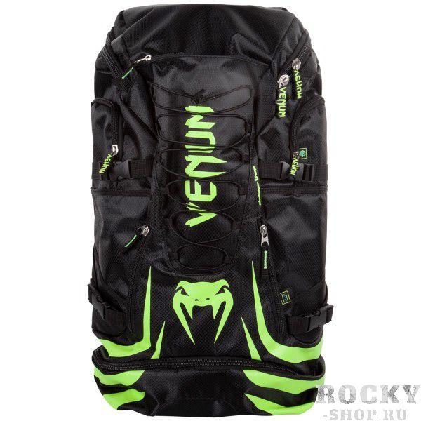 Рюкзак Venum Challenger Xtreme Black/ Neo Yellow VenumСпортивные сумки и рюкзаки<br>Рюкзак Venum Challenger Xtreme Black/Neo Yellow- не просто рюкзак, это незаменимый спутник любого спортсмена, способный вместить в себя огромное количество одежды и самой габаритной экипировки. Просто закиньте в него все, что у вас есть и отправляйтесь на тренировку. Обратный путь же станет гораздо приятнее, так как ваши вещи будут проветриваться через специальные сетчатые вставки, что препятствует возникновению неприятного запаха и размножению бактерий. Термо-карман сохранит свежесть вашего напитка и сделает его достойной наградой после тяжелой тренировки. Рюкзак оснащен удобными боковыми карманами, флис-карманом, который не позволит вашему мобильному телефону поцарапаться, а также скрытым карманом для мп3-плеера с выводом под наушники. Плечевые ремни регулируются, а в сочетании с эргономичной формой спинки рюкзака снимают нагрузку со спины и плечей. Особенности:Водонепроницаемая тканьБольшое отделение для крупногабаритной экипировкиОбладает дополнительным отделением, которое увеличивает общий размерБоковые карманыФлисовый карман охраняет ваш телефон от царапинСетчатые панелиРегулируемые плечевые ремниРазмер: 350x630x240 сложенный и 350х880х240 разложенныйОбъем: 45 л сложенный и 63 л разложенный<br>