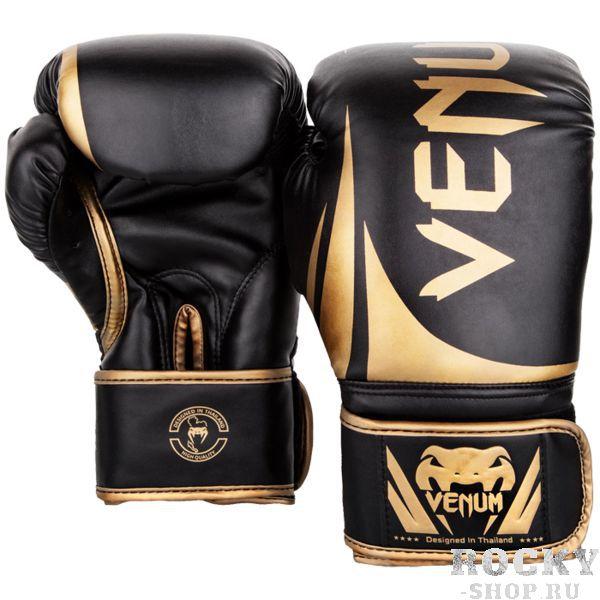 Боксерские перчатки Venum Challenger 2.0 Black/Gold, 16 oz VenumБоксерские перчатки<br>Боксерские перчатки Venum Challenger 2. 0. Великолепное соотношение цена/качество! Отлично защищают руку! Очень хорошо сидят на руке. Широкая застежка, обеспечивает надежную фиксацию перчаток Venum на запястье. Внутренний наполнитель - пена, которая обеспечивает хорошую амортизацию удара. Внешняя часть перчаток - Skintex Leather. Это современный надёжный искусственный материал. Подходят и для тренировок по боксу, мма, тайскому боксу, работы на мешках, а так же для соревнований определённого уровня.<br>