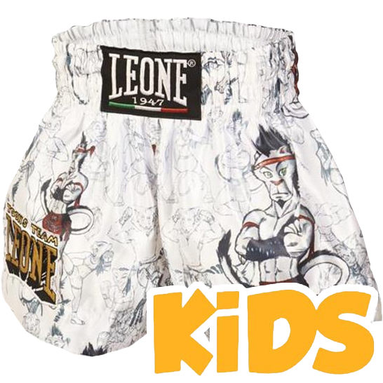 Детские шорты для тайского бокса Leone Ramon LeoneДля тайского бокса<br>Детские шорты для тайского бокса Leone Ramon. Широкий эластичный пояс гарантирует максимальный комфорт и надежную фиксацию на поясе во время боя или тренировки. Предусмотрены боковые разрезы на бедрах для свободной работы ногами. Состав: 100% полиэстер.<br><br>Размер: L