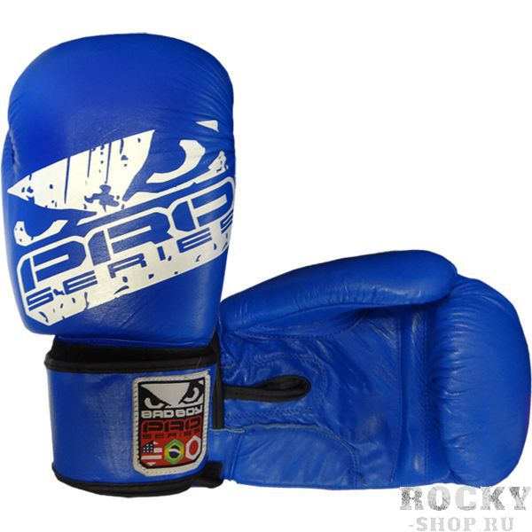 Боксерские перчатки Bad Boy Pro Series, 14 oz Bad BoyБоксерские перчатки<br>Боксерские перчатки Bad Boy Pro Series. Великолепное соотношение цена/качество. Подойдут и для спаррингов, и для работы на снарядах. Внутренняя часть перчаток - пена, внешняя часть перчаток выполнена из натуральной кожи.<br>