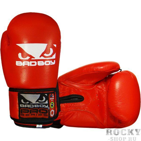 Боксерские перчатки Bad Boy Base, 12 oz Bad BoyБоксерские перчатки<br>Боксерские перчатки Bad Boy Base. Великолепное соотношение цена/качество. Подойдут и для спаррингов, и для работы на снарядах. Внутренняя часть перчаток - пена, внешняя часть перчаток выполнена из натуральной кожи.<br>