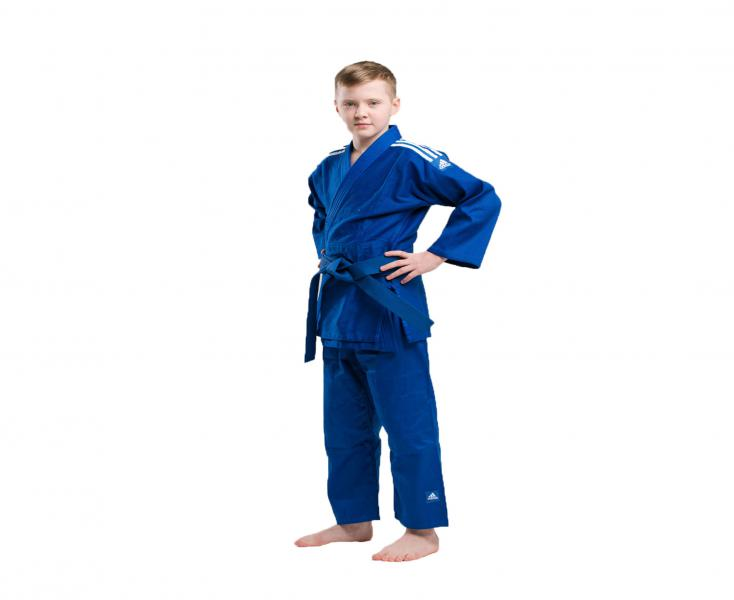 Кимоно для дзюдо Club синее с белыми полосками AdidasЭкипировка для Дзюдо<br>Кимоно для дзюдо adidas Club Синее J350.  Тренировочная кимоно для дзюдо adidas Club - это универсальноекимоно средней плотности весом 350 gs/m2. Сделано из смеси полиэстера и хлопка. Хлопковые волокна, укрепленные полиэфирными нитями, обладают повышенной прочностью и лучше выводят влагу. Таким образом, кимоно дольше служит. Подходит для детей и начинающих спортсменов. Состав ткани: 60% хлопок, 40% полиэстер. Детали: брюки на резинке+кулиска. *Кимоно идет без пояса. Пояс продается отдельно. Тренировочное кимоно. Плотная, гибкая и прочная ткань. Плотность 350 gm/m2. Усиленные места в областях с высокой нагрузкой. Пояс на штанах на резинке +кулиска. Три черных полоски на плечах. Материал: 60% хлопок, 40% полиэстер<br><br>Размер: 140 см