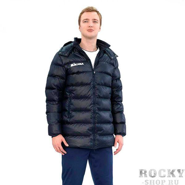 Мужской пуховик MIKASA VT194 0036  MikasaКуртки / ветровки<br>•Удлиненный мужской пуховик темно-синего цвета выполнен из полиэстера с наполнением из пуха. •Куртка застегивается на молнию, имеет воротник-стойку, два боковых кармана и теплый съемный капюшон. •Материал обладает отличными влагоотводящими свойствами, повышенной износоустойчивостью и прекрасно сохраняет тепло. •В правой верхней части нашит логотип бренда.<br><br>Размер INT: XL