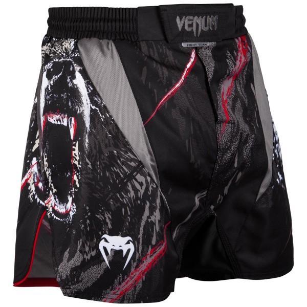 Шорты Venum Grizzli VenumШорты ММА<br>ММА шорты Venum Grizzli. При разработке шорт был учтен весь богатый научный опыт Venum по созданию бойцовской экипировки( одежды ММА ). Укороченный крой. Идеально подходят и для тренировочного процесса, и для соревнований даже самого высокогоуровня. Материал, использованный для создания бойцовских шорт Venum - это 100% высококачественная легкамикрофибра ( полиэстер ). Шорты мма venum очень легкие, но при этом прочные. Благодаря тянущимися материалу, эластичной вставке и боковым разрезам мма шорты Venum не создаютникакого дискомфорта бойцу ни в стойке, ни в партере. Крепятся шорты на поясе с помощью липучки и встроенного в пояс шнурка. Рисунок полностью сублимирован в ткань. он не потрескается и не сотрется! Уход: машинная стирка в холодной воде, деликатный отжим, не отбеливать. Состав: 100% полиэстер.<br><br>Размер INT: M