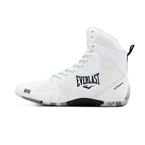 Боксерки Everlast Ultimate White EverlastБоксерки<br>Великолепная фиксация ноги в боксёрках Ultimte , благодаря увеличенному количеству отверстий для шнуровки и технологии термошов по всей поверхности боксёрок, что придает жёсткость и уменьшает вес этой модели. Специально разработанный рисунок подошвы и низкий профиль, улучшает сцепление с поверхностью, что позволят улучшить контроль и передачу энергии. Дополнительная амортизация, за счёт стельки изготовленной из вспененного материла, обладающей оптимальной упругостью. Лучший выбор для спаррингов.<br><br>Размер USA: 7.5