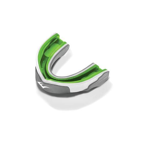 Капа Everlast гелевая 1-челюстная, серо/бело/зеленая EverlastБоксерские капы<br>Evergel Mouthguard - трёхслойная капа с максимальной степенью защиты. Помимо твёрдого наружного слоя и амортизирующей подушки из пены, эта капа с внутренней стороны усилена прослойкой геля Evergel, который используется в профессиональных моделях перчаток для эффективной защиты от травм. Капа термопластична и после варки приобретает индивидуальную, анатомически выверенную форму. В комплект покупки входит стерильный кейс для хранения.<br>