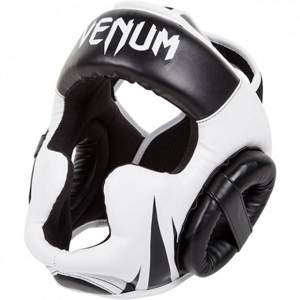 Шлем боксерский Venum Challenger 2.0 Headgear, Черно-белый VenumШлемы ММА<br>Шлем Venum Challenger 2.0 - оптимальное соотношение цена/качество.Обеспечивает хорошую защиту чувствительных областей головы (вески, подбородок, щёки)Характеристики:синтетическая кожа Skintexультра-легкиймногослойная пена для предотвращения черепно-мозговых травмдвухполосная система регулировкиодин размер - подходит всемручная работа, Тайланд<br>