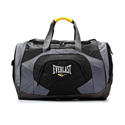 Сумка спортивная Everlast Training EverlastСпортивные сумки и рюкзаки<br>Классическая спортивная сумка от Everlast. Для хранения вещей используется: основное отделение; два больших кармана спереди и сзади; один боковой карман со специальным отверстием, закрытым клапаном. Сумка сделана из полиэстера, при изготовлении применены технологии EverFresh™ для защиты от запаха и размножения микробов, и EverCool™ - уникальная система вентиляции для дыхания вещей. Сумка снабжена двумя боковыми ручками, которые можно объединить с помощью специальной липучки, большим отстегивающимся ремнем по центру, а также маленькими ручками на переднем и заднем карманах.<br>