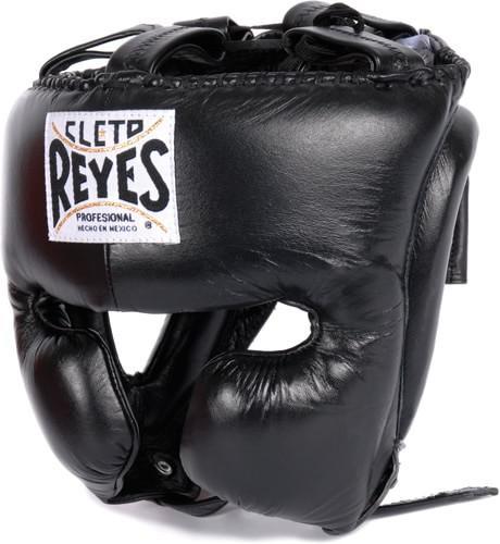 Шлем боксерский, тренировочный, Размер M Cleto ReyesБоксерские шлемы<br>Идеальная анатомическая форма<br> Многослойный наполнитель из латексной пены<br> Удобная конструкция крепления<br> Хороший обзор<br> Материал - 100% кожа<br><br>Цвет: Черный