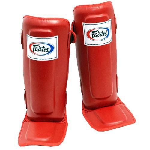 Защита голени и стопы Fairtex SP-3, L FairtexЗащита тела<br>Сшитые из запатентованной Fairtex Syntek Leather с тройным уровнем прослойки в области голени для максимального погашения удара.  Используются для спаррингов и отработки ударов ногами в парах. Защищает только 2/3 стопы (пальцы открыты). Фиксация на двух липучках. Изготовлены вручную. Произведено в Таиланде. Цвет: синий, черный, красный.<br><br>Цвет: Черный