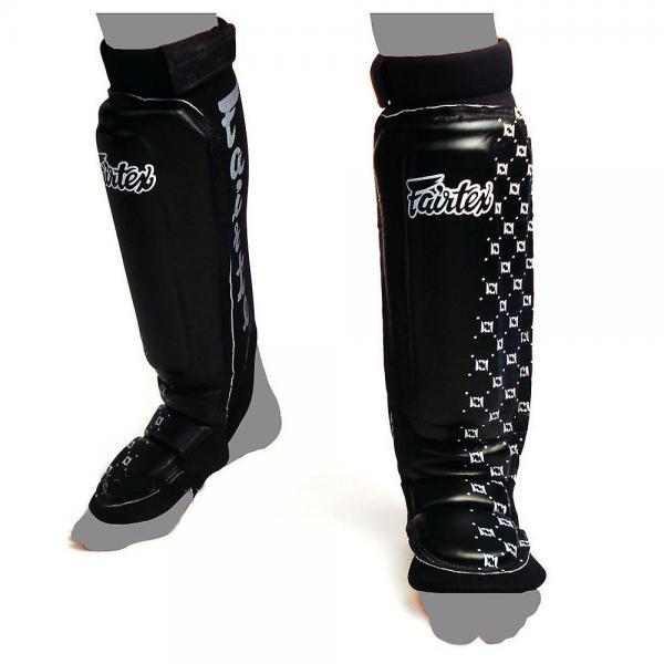 Защита на ноги с неопреновым чулком Fairtex, M FairtexЗащита тела<br>Сделаны с использованием синтетических полимеров Хлоропрена с хорошей химической стабильностью. Не раздражают кожу. Предназначены для смешанных единоборств, где используются элементы борьбы. Имеет хорошую гибкость, сидят плотно - не соскальзывают. Изготовлены вручную. Размер: M, L, XL (маломерки). Произведено в Таиланде. Цвет: черный, бело-черный, черно-белый.<br><br>Цвет: Черный