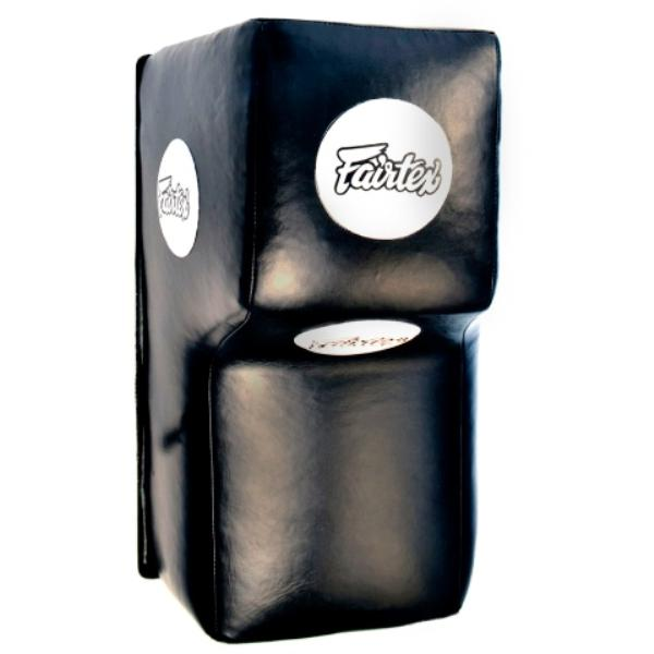 Настенная подушка для апперкотов Fairtex FairtexСнаряды для бокса<br>Подушка для Апперкотов - это универсальная настенная подушка пригодная как для отрабоки одиночных ударов руками, так и для серийной работы руками и даже коленями.Ручная сборка в Таиланде.Материал покрытия - кожа.Наполнитель - резина + пена.Каркас - сварной металлический.Комплектуется креплением - анкерные болты 4 шт.Цвет: черный.Размер: 60х40х40см.<br>