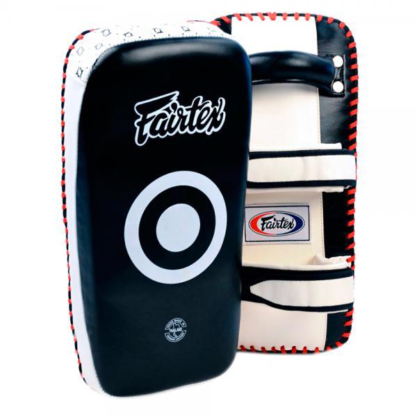 Стандартные тайские пады от Fairtex FairtexЛапы и макивары<br>Тайские пады от Fairtex. Преимущества:- эргономичный дизайн, который облегает руки тренера, позволяет ему не терять равновесие и не уставать во время тренировки- мягкие и гибкие начиная с первого использования- особенно подходят для подростков, женщин и начинающих спортсменов- цена указана за пару!<br>