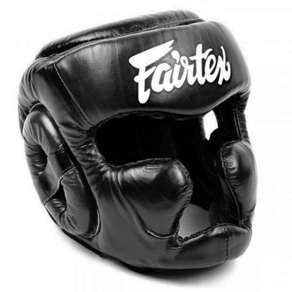 Боксерский шлем с защитой темени от Fairtex, L FairtexШлемы ММА<br>Доработан ряд принципиальных моментов. Увеличен угол обзора. Сделана дополнительная защита темени, спортсмена. HG13 – максимально комфортный шлем. Защищенный подбородок, защита темени, хорошая амортизация ударов плюс широкий угол обзора - все эти характеристики позволят максимально продуктивно тренироваться. Этот шлем оптималендля тренировочных спаррингов по тайскому боксу. Детали:· Страна производитель - Таиланд· Ручная работа· Материал - натуральная кожа· Наполнитель - пена·Цвет:Черный с белыми вставками,<br>Боксерский шлем с защитой скул, подглазий и темени.<br>