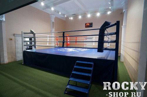 Боксерский ринг на помосте, высота 1 м, три лестницы, 8х8 м Завод спортивного оборудованияОборудование для залов и клубов<br>Соответствуют стандартам соревновательных и тренировочных рингов любительской (AIBA) и профессиональных боксерских федерации. Прекрасно подходит для проведения тренировок и соревнований по боксу и другим видам единоборств. При желании его можно установить и на улице, даже и на не очень ровной поверхности, компенсировать которую можно регулировками помоста, в этом его большое преимущество перед напольными рингами. Основой ринга служит ферма собираемая из металлических рам, скрепленных между собой болтами. Поверх фермы устанавливаются листы фанеры, они же и образуют полбоксерского ринга. На фанеру укладываются листы мягкого настила из матовППЭтолщиной 2-3 мм и накрываются покрытием изПВХ. Комплектация - стойки, ферма подиума, настил фанерный, настил ПВВ или ППЭ, покрывало (имп. антискользящее ПВХ), угловые подушки, канаты в чехлах, перемычки, растяжки канатов, защита растяжек канатов, крепеж. <br>Помост 8х8 м, высота 1 м, три лестницы,боевая зона 6,1х6,1м&amp;amp;nbsp;<br><br>Гарантия 1 год<br>
