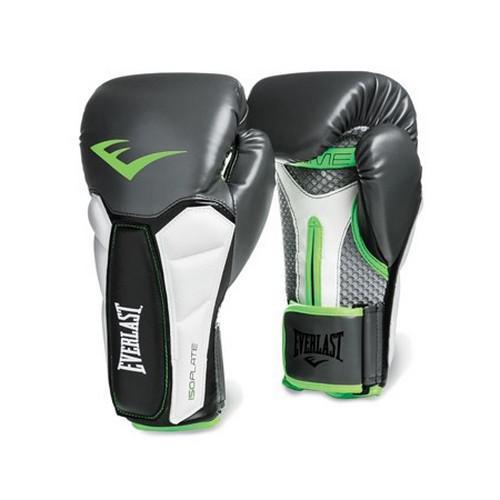 Перчатки боксерские Everlast Prime, 16 oz, серо-зеленые EverlastБоксерские перчатки<br>Prime Training Gloves — профессиональные боксёрские перчатки, предназначенные для работы на снарядах и на лапах, использовать их для спаррингов не рекомендуется. Как и все продукты линии Prime, эти перчатки созданы для интенсивных тренировок и способны выдержать самые тяжёлые нагрузки — такие же используют в спортивных залах профессиональные боксёры и бойцы MMA. Перчатки изготовлены из мягкой, но износостойкой синтетической кожи. Ударные зоны усилены пенным наполнителем, который гарантирует превосходную амортизацию и защиту от травм. Вставки из пенного наполнителя ISOPLATE в области запястья фиксируют его и защищают от растяжений. Дополнительную поддержку обеспечивает жёсткая манжета-липучка. Впитывающая подкладка EVERDRI борется с влагой и продлевает срок службы перчаток. Модель рекомендуется для спортсменов высокого класса и тех, кто хочет достичь его в самые короткие сроки.<br>