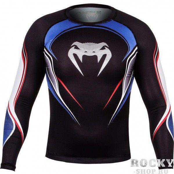 Компрессионная футболка Venum USA Hero Compression T-Shirt - Black/Blue/Red - Long Sleeves VenumРашгарды<br>Серия Venum Hero разработана для самых смелых, кто никогда не отступит от линии фронта.Применяемая компрессионная технология обеспечивает ускорение потока крови и доставки кислорода к мышцам. Результат: разминка становится эффективней, Ваши мышцы активизируются быстрее и ускоряется время их восстановления.Идеально облегает тело, позволяя перемещаться более естественно во время борьбы.Микро-ткани обеспечивают идеальную терморегуляцию, выводя пот. День за днем антимикробные свойства этой футболки предотвращает развитие бактерий и становление неприятного запаха.Она будет как Ваша вторая кожа за счет своего ультра-тонкого материала.Особенности:Обеспечивает оптимальную компрессиюТкань тянется в четырех направленияхВыводит влагуЭргономические швы и резинка на талииСупер-мягкий и прочный материалСублимированный рисунокСерия Venum Hero<br>