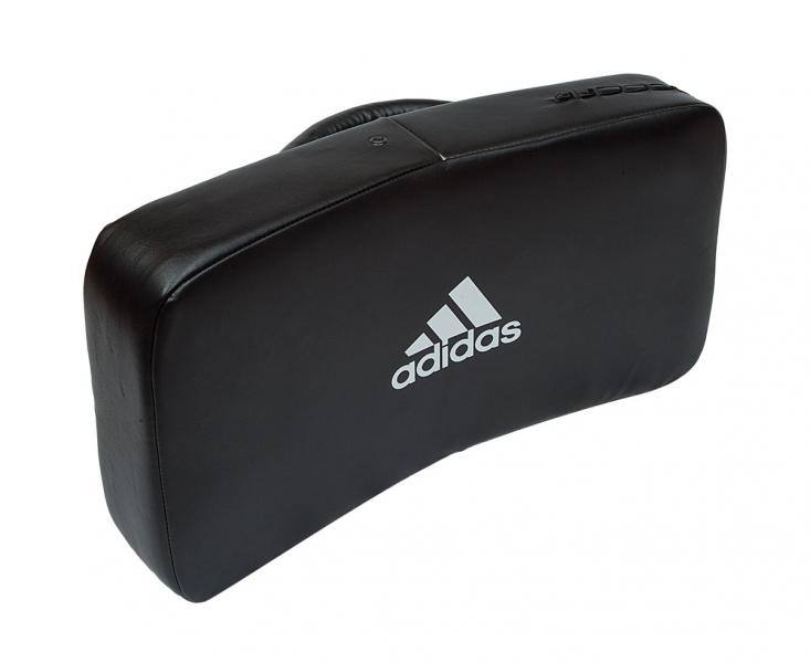 Макивара Iranian Style Sparing Shield, черная AdidasЛапы и макивары<br>Горизонтальная макивара с плотной набивкой в иранском стиле. Материал: полиуретан PU3G. 42 x 26 x 10 cm<br>