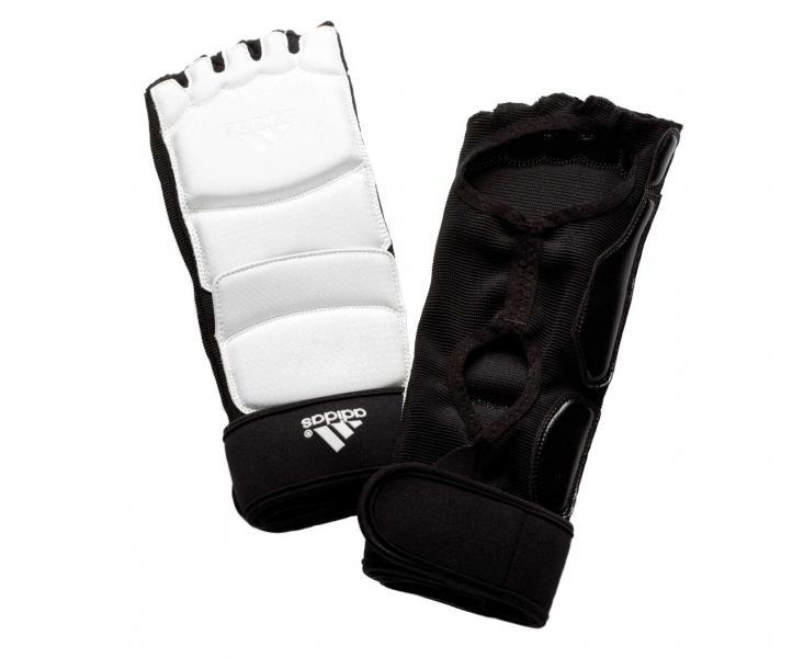Защита стопы для тхэквондо WTF Foot Socks, белая AdidasЭкипировка для Тхэквондо<br>Foot Socks. Защита стопы для тхэквондо WTF.  Экипировка многих сборных WTF approved Застежка на липучке Материал: полиуретан, эластан.<br><br>Размер: L