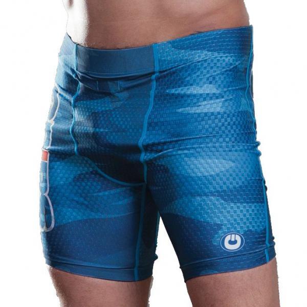 Компрессионные шорты Grips Army Blue Grips AthleticsКомпрессионные штаны / шорты<br>Компрессионные шорты Grips Army Blue. Шорты предназначены для занятий мма, грепплингом, бжж, боксом, функциональным тренингом(кроссфит), фитнессом, работой с железом и бегом. Компрессионные шорты плотно садятся на тело и совершенно не стесняют движений своего обладателя. Высочайшая степень свободы!Обладают отличными терморегулирующими свойствами. в нижней части шорт имеются противоскользящие вставки. Плоские швы не натирают кожу. Присутствует карман для защитного бандажа. Шорты сделаны из легкого, но прочного , дышащего и тянущегося материала(спандекс и полиэстер). Шорты абсолютно не сковывают движения! В них легко бегать, прыгать, жать и рвать. Все рисунки сублимированны в ткань. Шорты Grips достаточно быстро сохнут после стирки. Уход: машинная стирка в холодной воде, деликатный отжим, не отбеливать.<br><br>Размер INT: XL