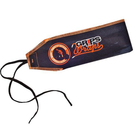 Бинты для запястий Grips Black Camo Grips AthleticsАксессуары для фитнеса<br>Бинты для запястий Grips Black Camo. Предназначены для предупреждения травм лучезапястных суставов во время тренировок. Бинты для кистей можно использовать при работе со штангой, гирей, брусьях, турниках и т. д. Продаются парой.<br>