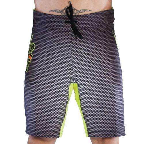 Шорты Grips Carbon Fluo Grips AthleticsСпортивные штаны и шорты<br>Тренировочные шорты Grips Carbon Fluo.Шорты предназначены для занятий функциональным тренингом(кроссфит), фитнессом, работой с железом и бегом.Шорты сделаны из легкого, но прочного , дышащего и тянущегося материала(спандекс и полиэстер).Шорты абсолютно не сковывают движения! В них легко бегать, прыгать, жать и рвать.Присутствуют два боковых кармана, которые застёгиваются на молнию.Все рисунки сублимированны в ткань.Шорты Grips Carbon Fluo достаточно быстро сохнут после стирки.Уход: машинная стирка в холодной воде, деликатный отжим, не отбеливать.Подробности о доставке шорт grips.Артикул: grpshorts034<br>