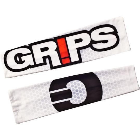 Защитный рукав Grips White Honeycomb Grips AthleticsАксессуары для фитнеса<br>Защитные рукава от Grips.Предназначены для защиты рук во время тренировок.Защитные рукава создают некоторую компрессию, что даёт мышцам дополнительную поддержку во время тренировки и несколько снимает усталость.Так же рукава защищают внешний покров кожи во время тренировок, например- во время выполнений комплексов на кольцах.Плоский шов не натирает кожу и делает использование защиты максимально комфортной.Сделаны рукава из нескользящей и быстросохнущей ткани, в составе которой находятся спандекс и полиэстер.<br>