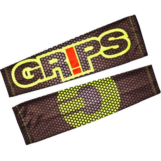 Защитный рукав Grips Carbon Fluo Grips AthleticsАксессуары для фитнеса<br>Защитные рукава от Grips. Предназначены для защиты рук во время тренировок. Защитные рукава создают некоторую компрессию, что даёт мышцам дополнительную поддержку во время тренировки и несколько снимает усталость. Так же рукава защищают внешний покров кожи во время тренировок, например- во время выполнений комплексов на кольцах. Плоский шов не натирает кожу и делает использование защиты максимально комфортной. Сделаны рукава из нескользящей и быстросохнущей ткани, в составе которой находятся спандекс и полиэстер.<br><br>Размер: L/XL
