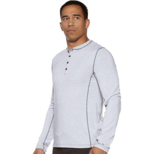 Термальный лонгслив Jaco The Henley Jaco ClothingТолстовки / Олимпийки<br>Термальный лонгслив Jaco The Henley. Лонгслив очень впечатлительно смотрится на молодых людях спортивного телосложения. его можно носить как на улице, так и в офисной обстановке. Четыре кнопки на воротнике, классический вид. Этот термальный лонгслив может носиться отдельно от другой одежды. Состав: 43% волокно из бамбука, 31% ткань из бамбукового древесного угля, 18% хлопок, 8% спандекс. Лонгсив покрашен 100% экологически чистыми красками. Лонгслив дышащий, прочный, удобный. Уход: Машинная стирка холодно, деликатный отжим, не отбеливать.<br><br>Размер INT: S