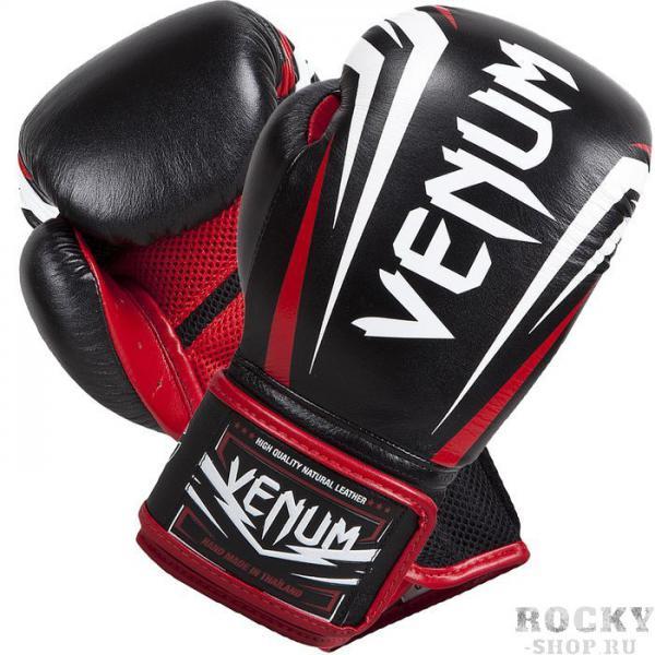 Боксерские перчатки Venum Sharp, 16 oz VenumБоксерские перчатки<br>Боксерские перчатки Venum Sharp.Эта новинка не оставит равнодушным никого - представляем новые боксерские перчатки от Venum ручной работы.Качество этой новинки просто поражает - отлично обработанные швы, идеально подогнанные друг к другу части перчаток, удобные манжеты, края которых также отстрочены кожей - все это ставит перчатки Шарп в одну линейку с самыми популярными профессиональными моделями.Нужно подчеркнуть, что перчатки сделаны из кожи Nappa.Внутри перчатки наполнены трехслойной анатомической пеной, которая гасит вибрацию от ударов и не дает рукам травмироваться. Защита рук стала бесперецедентной.Также стоит отметить, что в этой модели специалисты Venum отдельно продумали систему фиксации и петель - теперь перчатки сидят как никогда плотно и удобно. При этом внутренняя конструкция и используемые материалы еще лучше отводят влагу. А антибактериальная пропитка не позволит запахам распространиться по всему помещению, в котором вы храните свою экипировку.Большой палец на перчатках зафиксирован - забудьте о возможном скручивании или травмах. Запястье также крепко фиксируется манжетой.Перчатки украшены рельефной эмблемой Venum.Сделаны вручную в Таиланде.<br>