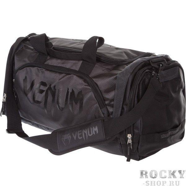Сумка Venum Trainer Lite Sport Bag - Black/Black VenumСпортивные сумки и рюкзаки<br>Новая уникальная многофункциональная сумка Venum Trainer Lite Sport Bag -Black/Black, прекрасно подойдёт для переноски любой тренировочной экипировки. Много удобных карманов и отделений, украшена логотипом Venum. Состоит из специальных сетчатых панелей, которые обеспечивают хорошую вентиляцию, что минимизирует концентрацию запахов и микробов. Очень удобная и практичная, всегда пригодится. Технические характеристики:Большая вместимость для всего необходимогоОтдельный боковой карманРегулируемый мягкий плечевой ременьРазмер: 680 x 330 x 260 ммОбъем: 63 литра<br>