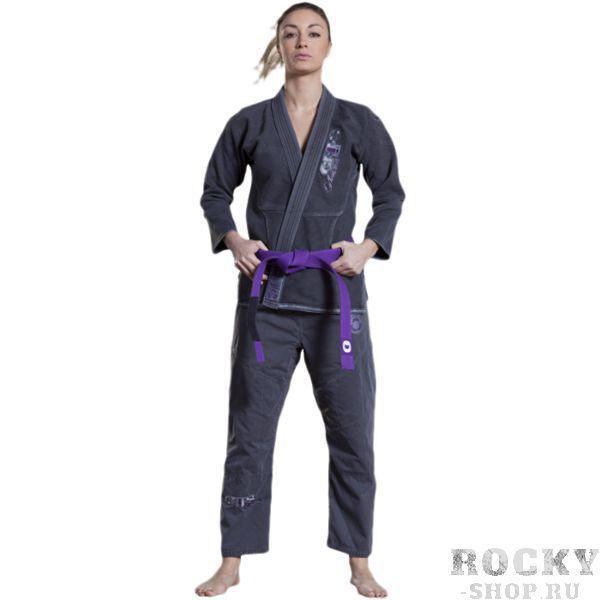 Кимоно для БЖЖ Grips Amazona Grips AthleticsЭкипировка для Джиу-джитсу<br>Женскиое кимоно для BJJ (бразильское джиу-джитсу) Grips Athletics Amazona Washed.Это ги можно описать двумя словами: качество и стиль.Потрясающий дизайн - это первое кимоно, которое производитель искуственно состарил.За счёт наилучшего качества хлопка это кимоно является оптимальным выбором для любителей бразильского джиу-джитсу.- Тип плетения: Pearl Weave.- В области колен штаны дополнительно укреплены.- Воротник, наполнен пеной EVA для более быстрого высыхания и комфорта. - Высочайшее качество вышивки.Подойдет и для ежедневных тренировок и для соревнований.Ги сделано из цельного куска ткани (без швов на спине)!Штаны на шнурке; на поясе - допонительные петли для того, чтобы шнурок держал штаны прочно;данное ги подойдет и для новичков, и для мастеров.При стирке в горячей воде возможна усадка порядка 5%. стирать ги рекомендуется в мягкой воде до 30 градусов без отбеливателя.Состав:  100% хлопок высокого качества.Пояс в комплек не входит.<br>