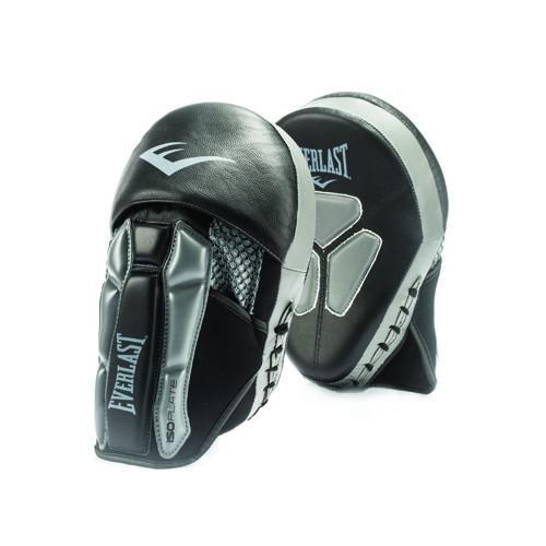 Лапы Everlast Prime Leather Mantis , Черно-серые EverlastЛапы и макивары<br>Prime Mantis Punch Mitts — боксёрские лапы про-уровня. Изготовлены из мягкой натуральной кожи с увеличенным запасом прочности. Вставка из сетки с тыльной части обеспечивает отличную вентиляцию, а антибактериальная пропитка предотвращает появление неприятного запаха. Пенный наполнитель ISOPLATE в области запястья гарантирует превосходную поддержку и защиту от растяжений. Лапы данной модели используются на тренировках профессиональных бойцов.<br>
