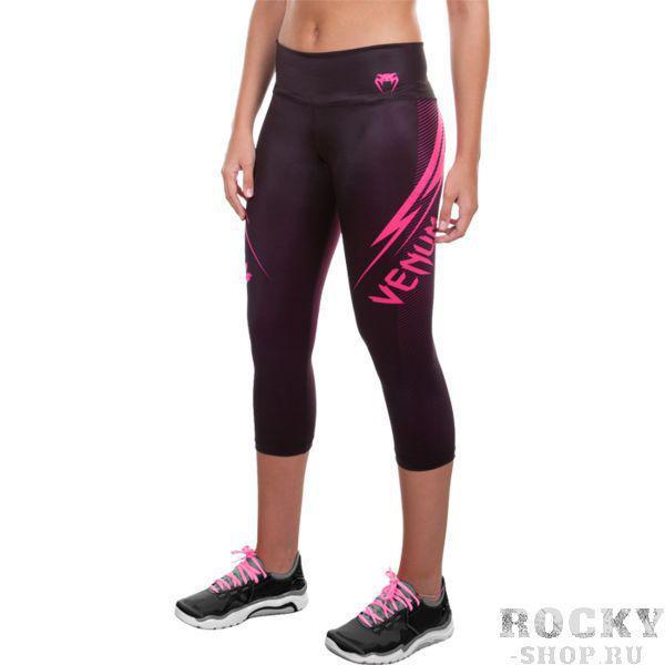 Женские компрессионные бриджи Venum Razor VenumКомпрессионные штаны / шорты<br>Женские компрессионные бриджи Venum Razor. Предназначены для улучшения кровообращения в мышцах, что, в свою очередь, способствует уменьшению времени на восстановление полной работоспособности мышц. Прекрасно сидят на теле, хорошо тянутся, абсолютно НЕ сковывают движения. Очень приятная на ощупь ткань. Штаны Venum достаточно быстро сохнут. Плоские швы не натирают кожу. Предназначены для занятий самыми различными единоборствами, кроссфитом, фитнесом, железным спортом и т. д. . Уход: ручная стирка в холодной воде, деликатный отжим, не отбеливать. Состав: полиэстер и спандекс.<br><br>Размер INT: M