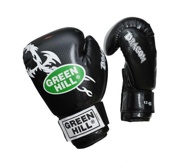 Боксерские перчатки Green Hill dragon, 12oz Green HillБоксерские перчатки<br>Материал: Искусственная кожаВиды спорта: БоксПерчатки из качественной искусственной кожи, имеют немного блестящую поверхность. Аналог перчаток Silver. Отлично подходят для тренировок и спаррингов. Оригинальный дизайн особенно понравится юным спортсменам.<br><br>Цвет: Черный