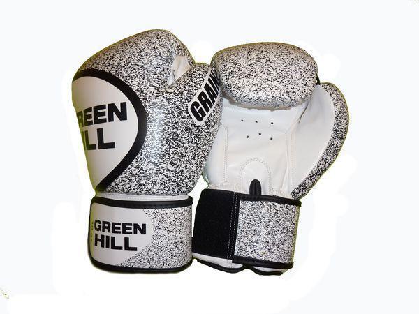 Боксерские перчатки Green Hill grain, 10oz Green HillБоксерские перчатки<br>Материал: Искусственная кожаВиды спорта: БоксПерчатки из качественной искусственной кожи, манжета на липучке. Отлично подходят для тренировок и спаррингов. Оригинальный дизайн, пестрая расцветка.<br><br>Цвет: Бело-черный
